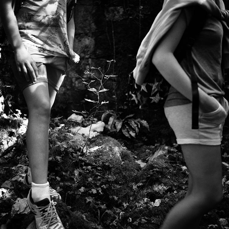 Nahia Garat photographe bordeaux photographer Nouvelle-Aquitaine France french photographer childhood Islada enfance enfant série auteur colonie de vacance summer camp photography black and white noir et blanc argentique analog rolleiflex yachica mat 124 moyen format film euskal herria pays basque basque country berhoa domezain domintxine saint palais donapaule tarn aveyron landes hautes pyrénées rocamadour marans sanguinet loudenvielle contis rivière sur tarn itinéraire des photographes voyageurs manifesto toulouse nuits photographiques pierrevert begirada