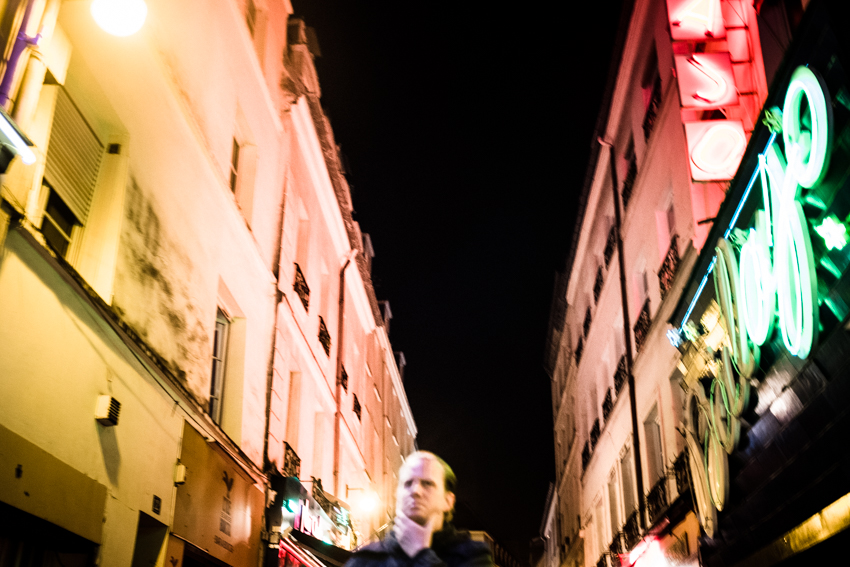 Nahia Garat photographe bordeaux photographer Nouvelle Aquitaine France french photographer ailleurs interieur projection photographique photographic projection couleur color numeric photography author numérique fujifilm x100t Montreal Paris NYC New York Québec wandering nocturnal lonely subway artistic town planning urban landscape creature monster live musique music scolopendre collectif
