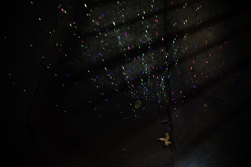 Nahia Garat photographe bordeaux photographer Nouvelle Aquitaine France french photographer ailleurs interieur projection photographique photographic projection couleur color numeric photography author numérique fujifilm x100t Montreal Paris NYC New York Québec wandering nocturnal lonely subway artistic town planning urban landscape creature monster live musique music scolopendre collectif