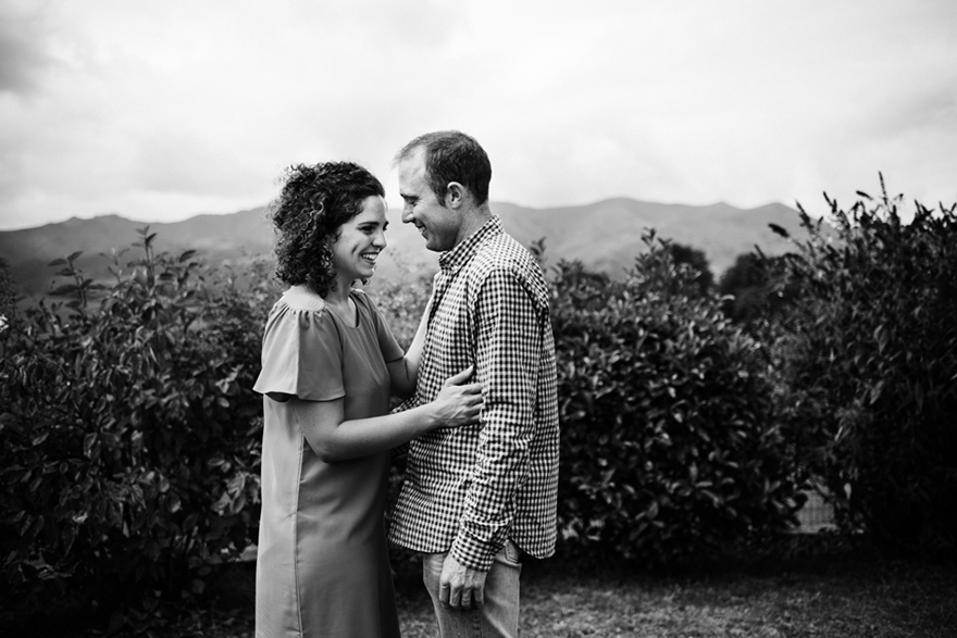 nouvelle aquitaine sudouest photographe intimate photography photo de couples wild love couple goals elopement seance engagement seance photo bordeaux maitasuna euskal herria argazkilaria seance sohal photographie photographer country pays basque portrait basque country photographers irisarri irisarry iparralde interieur nord enfant kid portrait new born photography famille family photography photo bébé session baby pic new born